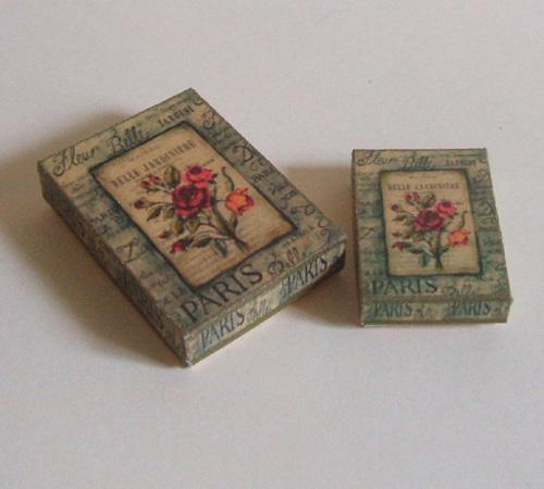 2 vintage boxes