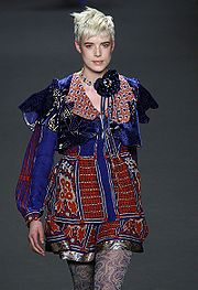 180px-Agyness_Deyn_in_Anna_Sui_Feb_2008,_Photographed_by_Ed_Kavishe_for_Fashion_Wire_Press