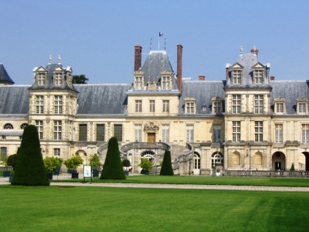 fontainebleau_chateau_front