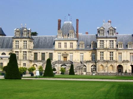 fontainebleau_chateau_front