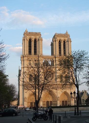 Notre_Dame_razvan_multescu364x500