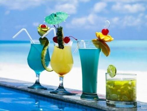 2009_0611_shutterstock_summer_cocktailCROP